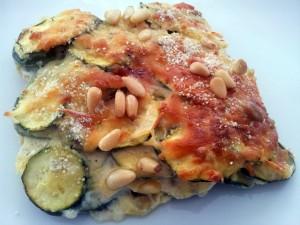Zucchini-Gratin mit würziger Quarkcreme