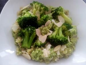 Quinoa mit Brokkoli und Brokkoli-Creme