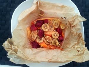 Fruchtpäckchen mit Ingwer, Ahornsirup und Walnüssen